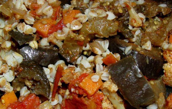 Рагу из цветной капусты с баклажанами