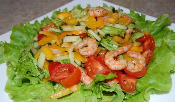 Салат из овощей с креветками