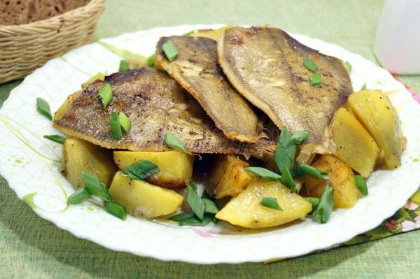 Камбала с картофелем