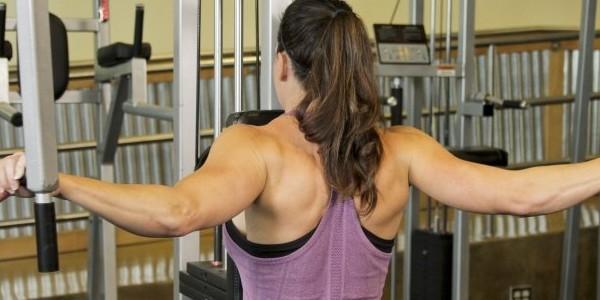 какие мышци работают на тренажере бабочка
