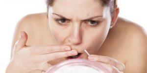 удаление усов с помощью пинцета