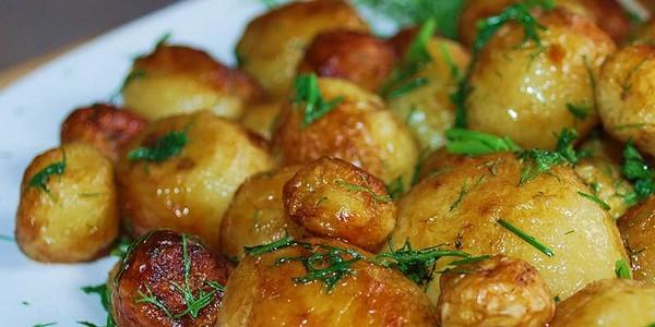 Обжаренный с зеленью картофель