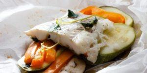 Запеченная треска с овощами