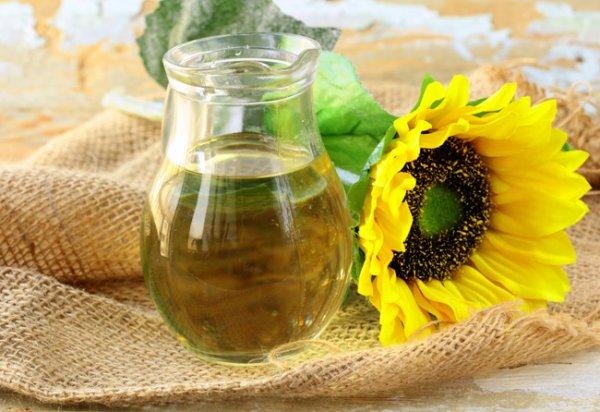 подсолнечное масло в кувшине
