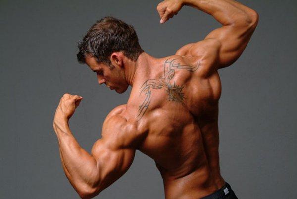 широкие плечи