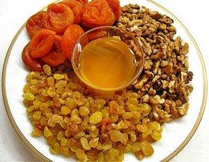 Мед и сухофрукты