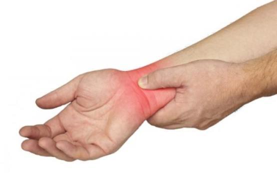 Растяжение связок кисти рук: симптомы и лечение