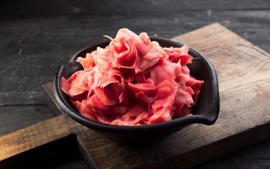 Маринованный розовый имбирь: польза и вред для здоровья