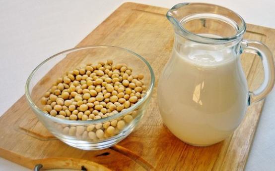Соевое молоко как альтернатива коровьему: польза и вред