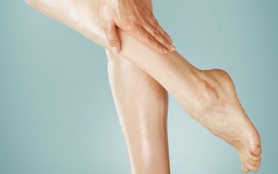 Лимфодренажный массаж ног: техника ручного массажа в домашних условиях и аппаратного