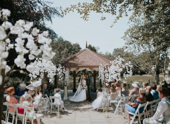 Стоит ли праздновать свадьбу? Основные плюсы и минусы пышного торжества