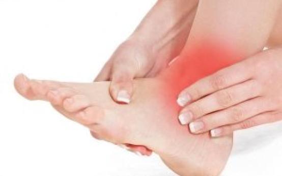 Лечение растяжения связок голеностопа: методы и медикаменты
