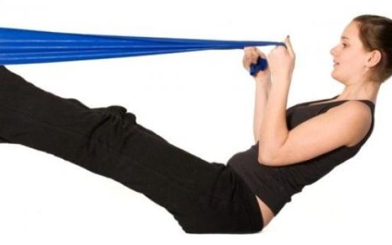 Тренировки с резиновой лентой: подтягиваемся и качаемся