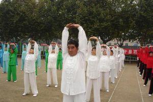 Выполнение гимнастики стоя