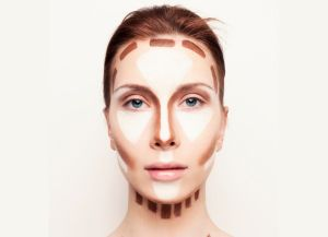 С помощью макияжа