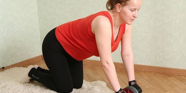 как пользоваться гимнастическим роликом новичкам