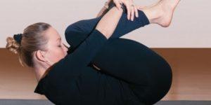 упражнения йоги для начинающих дома