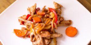 курица с тушеными овощами калорийность