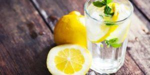 разгрузочный день на воде с лимоном