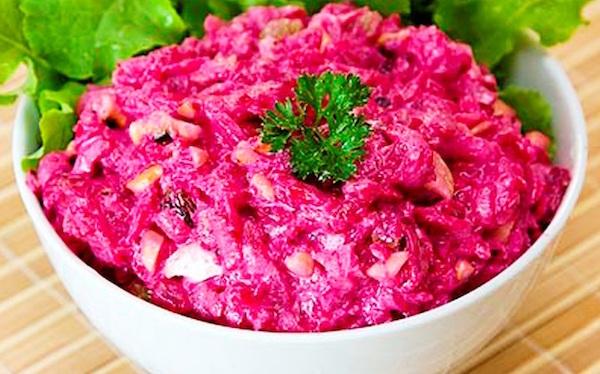 салат со сметаной и свеклой