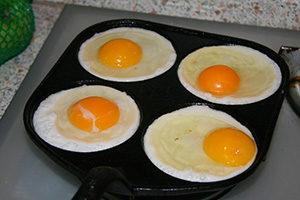 жарка яичницы
